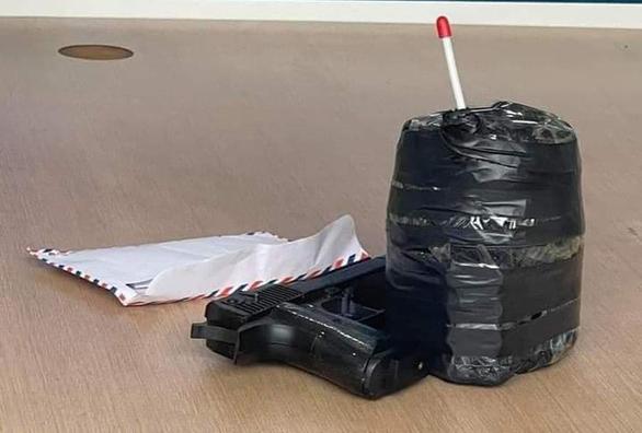 Cầm súng, mìn xông vào cướp Ngân hàng BIDV ở Hà Nội - Ảnh 2.