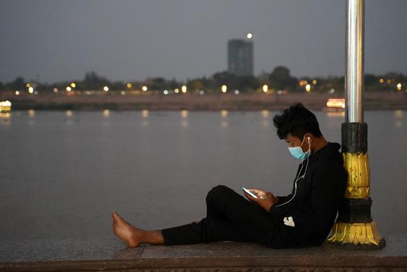 Nhiều tỉnh, thành Campuchia ngừng tiệc tùng để chống dịch - Ảnh 1.