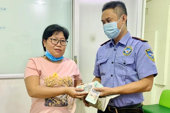 Nhặt được ví hơn 65 triệu, báo ngay cho bệnh viện để trả lại - Ảnh 1.