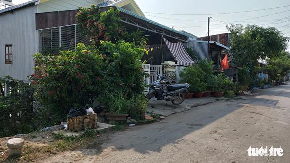 Vụ phát hiện hàng lậu tại nhà: thượng tá Hoàng Văn Nam đã làm tường trình, kiểm điểm và sẽ bị xử lý - Ảnh 4.