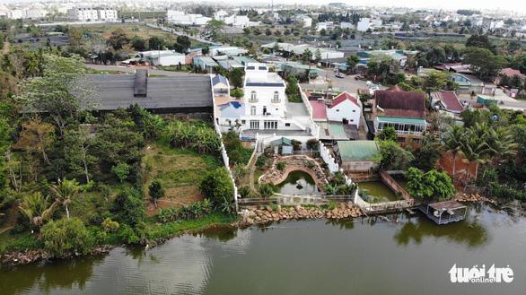 Tỉnh ủy Lâm Đồng yêu cầu xử nghiêm biệt thự xây không phép trên hồ Nam Phương - Ảnh 2.