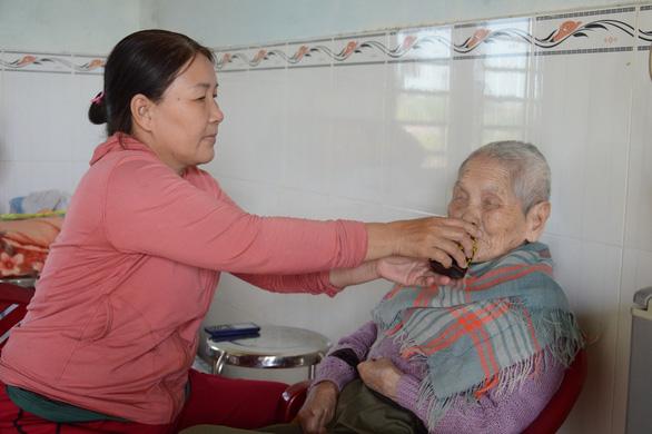 13 năm phụng dưỡng mẹ Việt Nam anh hùng - Ảnh 1.