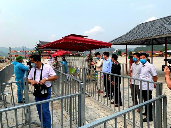 Sở Văn hóa Hà Nam làm việc với chùa Tam Chúc vì 5 vạn dân chen chúc đến chùa - Ảnh 2.