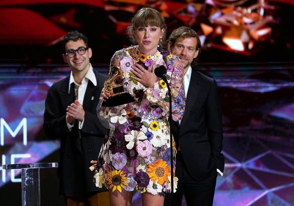 Thắng lớn ở Grammy, công chúa Taylor Swift vươn lên tầm huyền thoại - Ảnh 1.