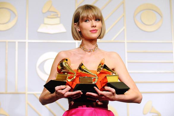 Thắng lớn ở Grammy, công chúa Taylor Swift vươn lên tầm huyền thoại - Ảnh 2.