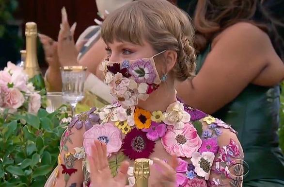 Thắng lớn ở Grammy, công chúa Taylor Swift vươn lên tầm huyền thoại - Ảnh 4.