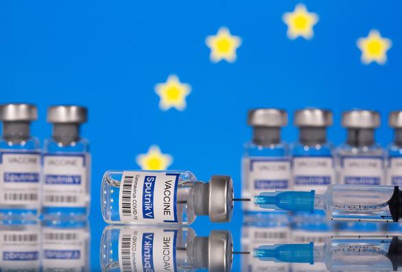 Vắc xin Sputnik V của Nga chờ sản xuất ngay tại Tây Âu - Ảnh 1.