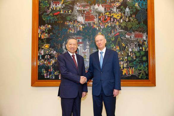 Việt Nam muốn tiếp tục hợp tác với Nga về nghiên cứu, sản xuất vắc xin COVID-19 - Ảnh 1.