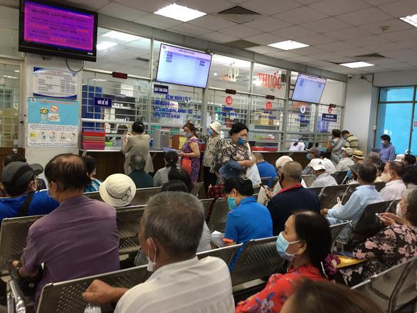 Do dịch COVID-19, Bảo hiểm xã hội nhận và trả hồ sơ qua đường bưu điện - Ảnh 1.