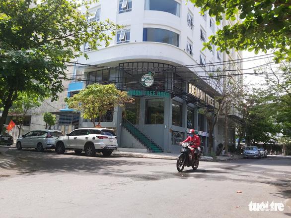 Xét xử vụ thuê khách sạn đón nhiều người Trung Quốc ở 'chui', lập nhóm chat trốn công an - Ảnh 2.