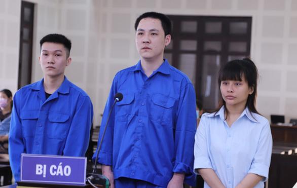 Xét xử vụ thuê khách sạn đón nhiều người Trung Quốc ở 'chui', lập nhóm chat trốn công an - Ảnh 1.