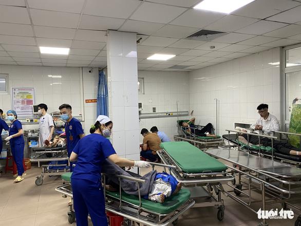 Xe chở đoàn đi lễ chùa đâm xe đầu kéo, 1 người chết, hơn 20 người nhập viện - Ảnh 1.