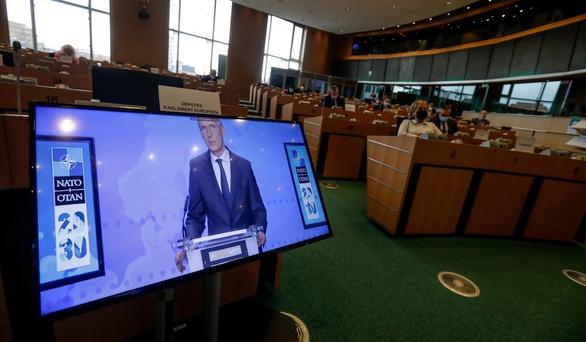 Tổng thư ký NATO kêu gọi Mỹ và EU hàn gắn để đối phó với Trung Quốc - Ảnh 1.