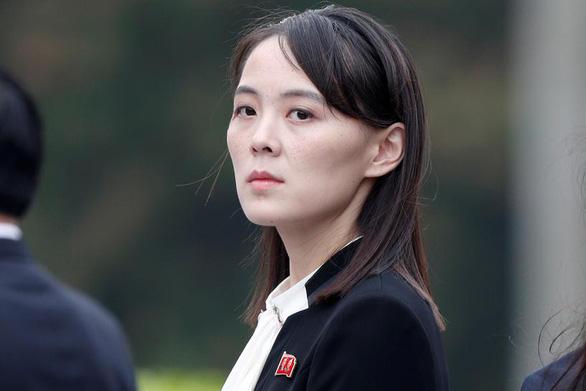 Em gái ông Kim Jong Un cảnh báo Mỹ đừng phát tán mùi thuốc súng - Ảnh 1.