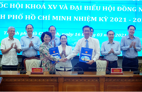 TP.HCM bàn giao 224 hồ sơ người ứng cử đại biểu Quốc hội khóa XV và đại biểu HĐND - Ảnh 1.