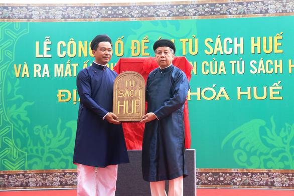 UBND Thừa Thiên Huế ra mắt Tủ sách Huế để quảng bá văn hóa cố đô - Ảnh 1.