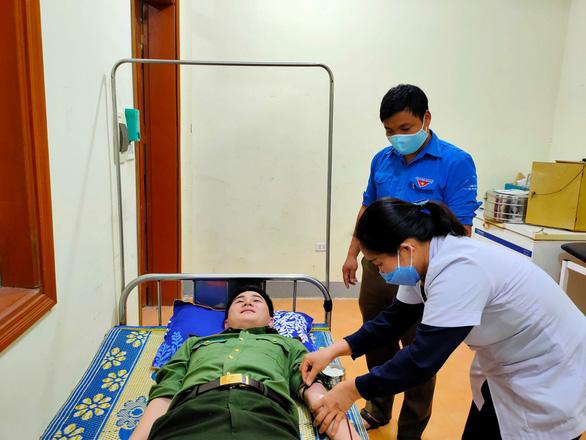 Bí thư huyện đoàn hiến máu khẩn cấp cứu sống sản phụ - Ảnh 1.
