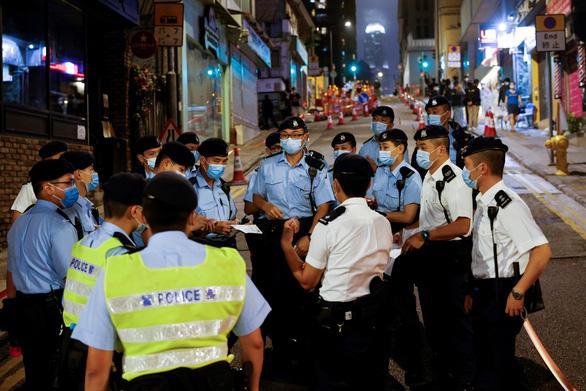 Mỹ trừng phạt 24 quan chức Trung Quốc vì thay đổi luật bầu cử Hong Kong - Ảnh 1.
