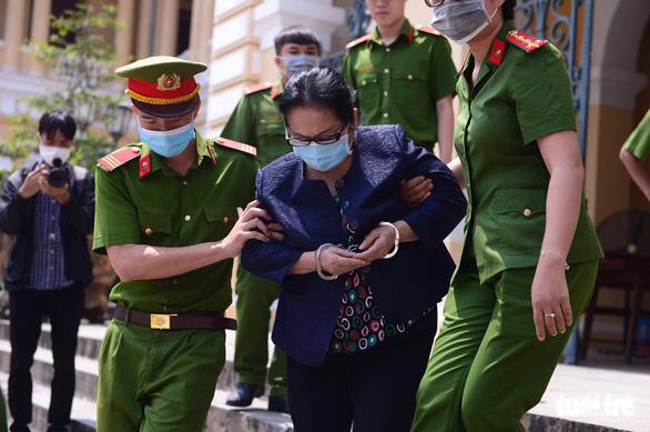 Xét xử bà Dương Thị Bạch Diệp: Cả luật sư, bị cáo từ chối ký vào biên bản của tòa - Ảnh 3.