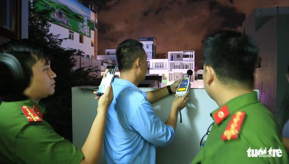 Đà Nẵng ký tiếp văn bản: Mở nhạc, hát karaoke làm ồn trong khu dân cư sẽ bị phạt - Ảnh 1.