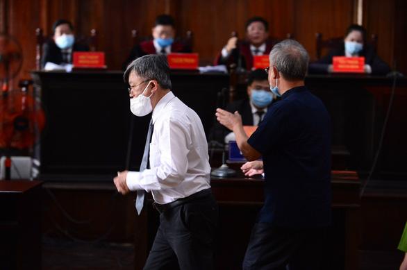 Xét xử bà Dương Thị Bạch Diệp: Cả luật sư, bị cáo từ chối ký vào biên bản của tòa - Ảnh 2.