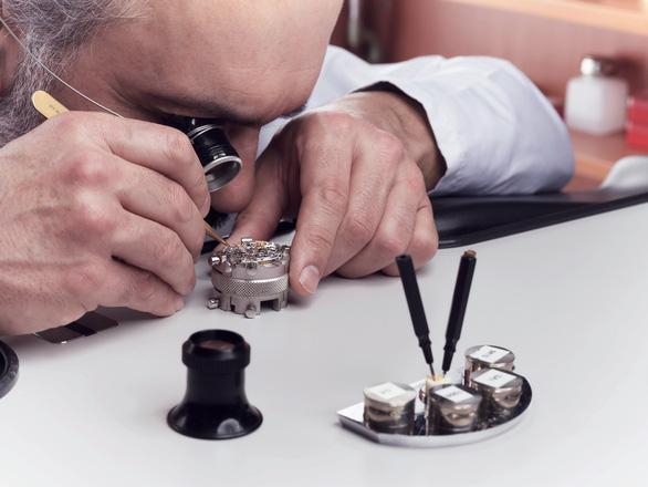 Rolex World Service: khi bảo dưỡng đồng hồ là một nghệ thuật - Ảnh 3.