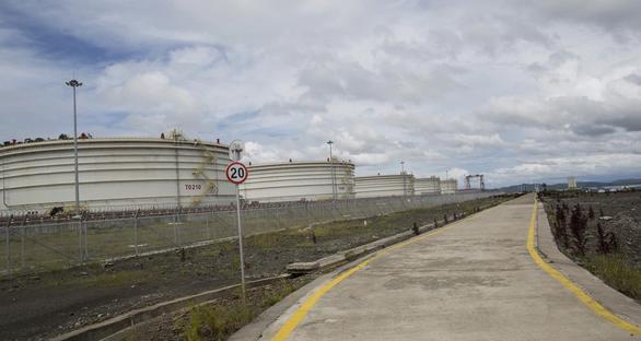 Đường ống dẫn dầu của Trung Quốc ở Myanmar bị dọa cho nổ tung - Ảnh 1.