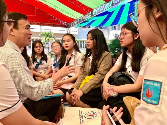 Bộ GD-ĐT yêu cầu thực hiện nghiêm: Trường tư thục không mở ngành báo chí - Ảnh 1.