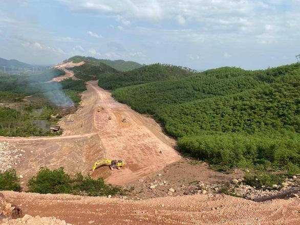 Thủ tướng yêu cầu đảm bảo đủ vật liệu thi công đường cao tốc Bắc - Nam - Ảnh 1.