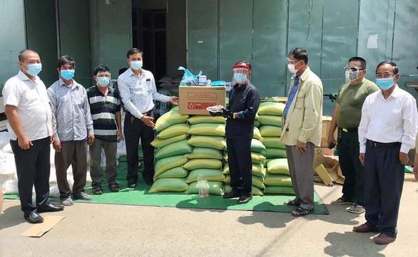 Báo Tuổi Trẻ hỗ trợ khẩn cấp người gốc Việt tại Campuchia gặp khó khăn - Ảnh 1.