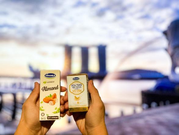 Sữa tươi chứa tổ yến của Vinamilk xuất ngoại sang đảo quốc sư tử - Ảnh 1.
