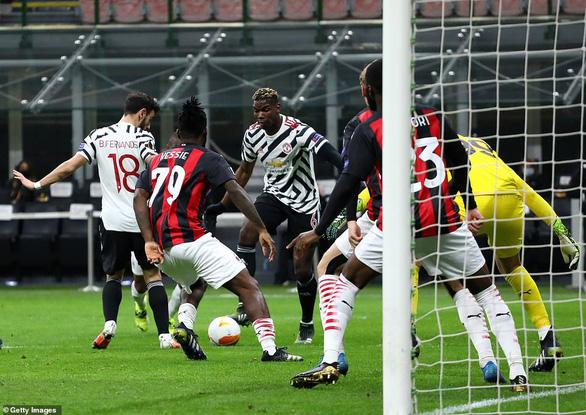 Vào sân từ ghế dự bị, Pogba ghi bàn thắng đưa Manchester United vào tứ kết - Ảnh 2.