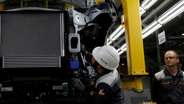 Foxconn muốn mua dây chuyền sản xuất xe điện, VinFast chỉ muốn hợp tác - Ảnh 1.