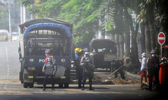 Thêm 8 người biểu tình bị bắn chết ở Myanmar, dân Yangon tiếp tục tháo chạy - Ảnh 1.