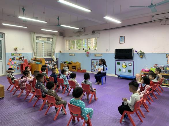 Trường học Hà Nội phòng dịch nghiêm ngặt để đón gần 2 triệu học sinh đi học lại - Ảnh 8.