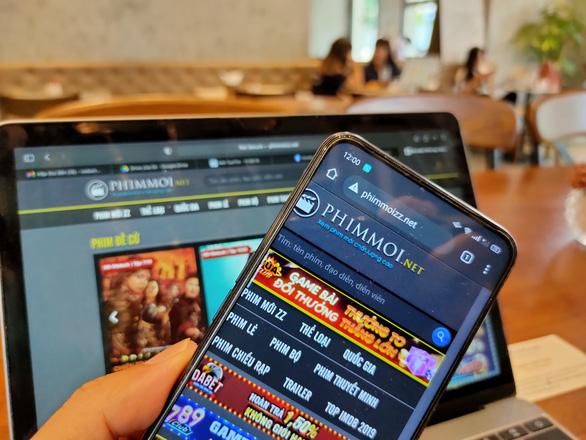 Thu tiền tỉ nhờ quảng cáo đánh bạc, web sex từ trang phim lậu - Ảnh 1.