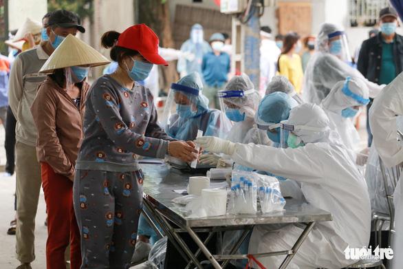 Hải Dương xét nghiệm COVID-19 cho 60.000 người dân Kinh Môn - Ảnh 1.