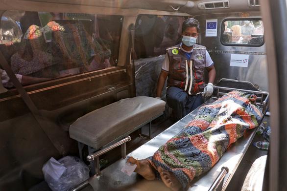 Quân đội Myanmar ra lệnh không dùng đạn thật bắn người biểu tình - Ảnh 1.