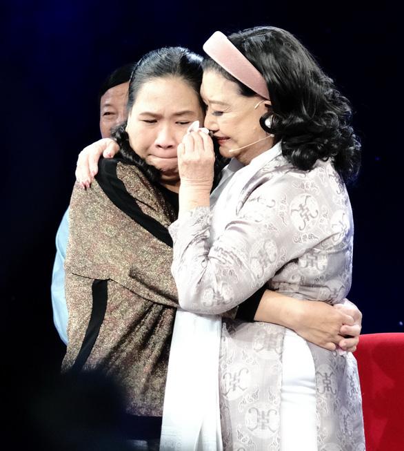 Nghệ sĩ Kim Cương tìm được con gái nuôi: Tình nào rộng bằng tình mẹ - Ảnh 1.