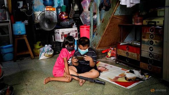 Hàng ngàn trẻ thành mồ côi ở Indonesia vì mất cha mẹ do dịch bệnh - Ảnh 1.