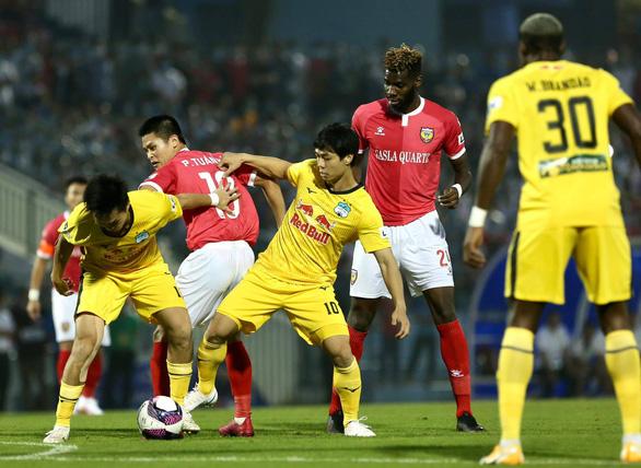 Hòa Hà Tĩnh, HAGL lỡ cơ hội lên đầu bảng - Ảnh 2.