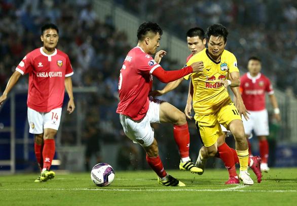 Hòa Hà Tĩnh, HAGL lỡ cơ hội lên đầu bảng - Ảnh 1.