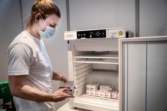 Đan Mạch ghi nhận 1 ca tử vong sau khi tiêm vắc xin AstraZeneca - Ảnh 1.