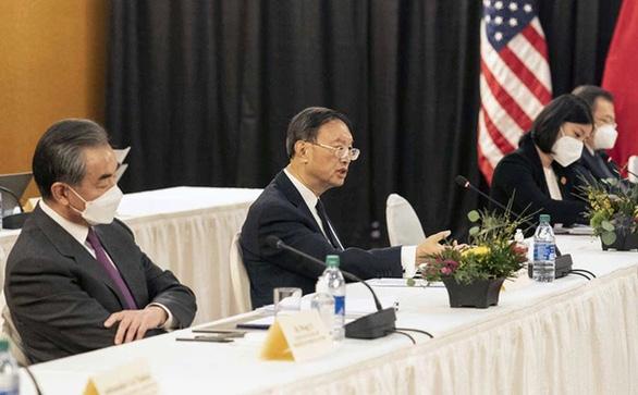 Ông Dương Khiết Trì nói tiếng Trung 15 phút, Mỹ đùa Trung Quốc nên tăng lương phiên dịch viên - Ảnh 1.