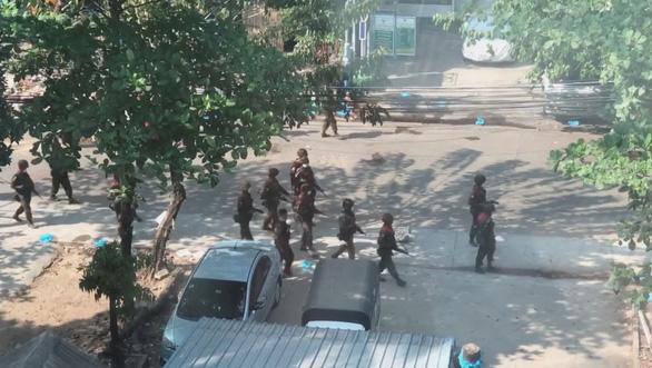 Cả ngàn người Myanmar đổ xô tị nạn tới bang Mizoram của Ấn Độ - Ảnh 1.