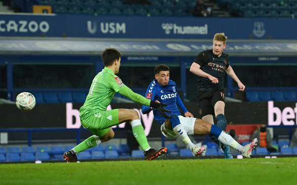 Bùng nổ 7 phút cuối, Man City hạ Everton vào bán kết Cúp FA - Ảnh 2.