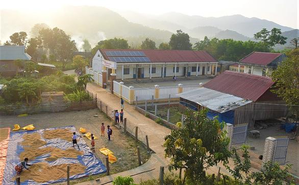 Những cô giáo miền xuôi lặn lội gieo chữ ở làng Canh Tiến - Ảnh 2.