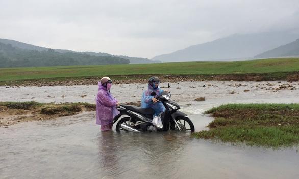 Những cô giáo miền xuôi lặn lội gieo chữ ở làng Canh Tiến - Ảnh 1.