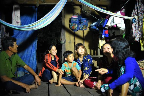 Những cô giáo miền xuôi lặn lội gieo chữ ở làng Canh Tiến - Ảnh 5.