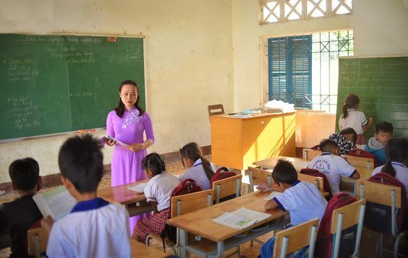 Những cô giáo miền xuôi lặn lội gieo chữ ở làng Canh Tiến - Ảnh 7.